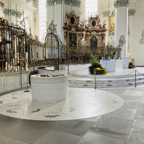 Altar (entworfen von Caruso St John Architekten). Vergrösserte Ansicht